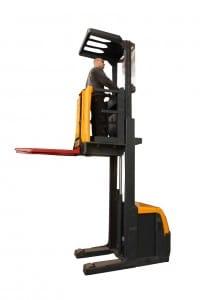 high level weighing order picker at work 4